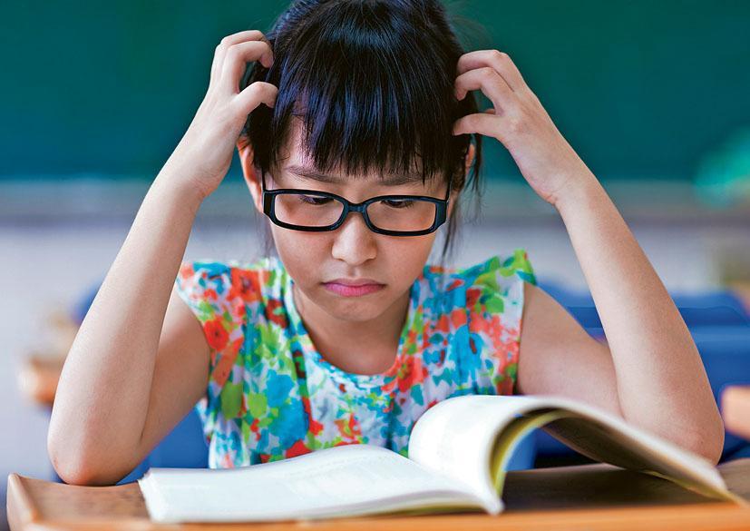 高小的閱讀理解題目需要學生有綜合與評價等高層次的閱讀能力,不易應付,家長平日宜多向孩子傳授閱讀策略、答題技巧。